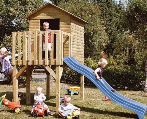 Holz-Rutschenhaus