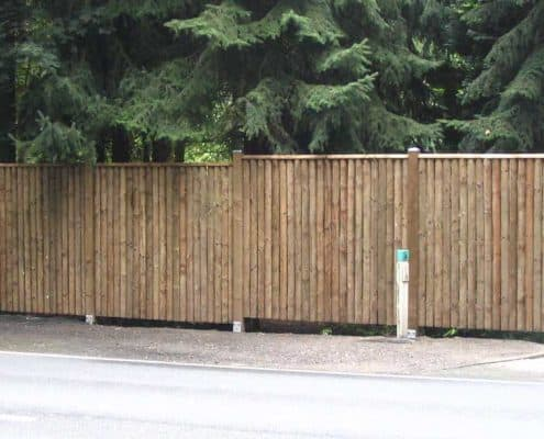 Holz-Zaun Halbhoelzer