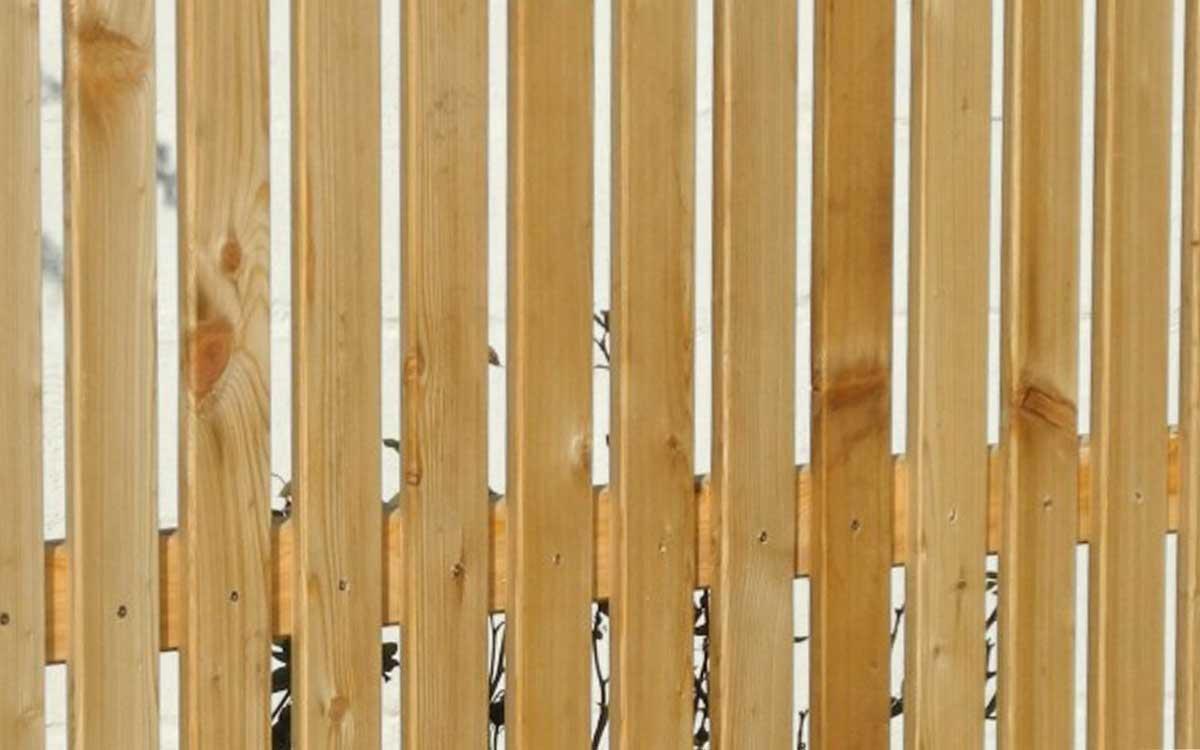 Rhombus Sichtschutzzaun aus Lärchenholz • Gartenholzprofi