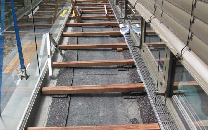 Unterkonstruktion mit integrierter Fassaden-Linienentwässerung aus Edelstahl