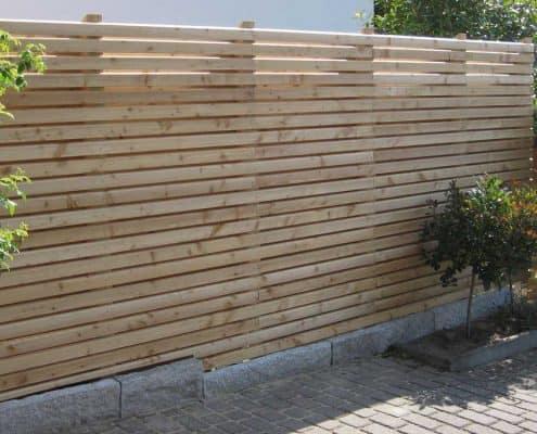 rhomTREND Rhombus-Sichtschutzzaun: Sonderprojekt Zaun mit großem Leistenabstand und beidseitig gleicher Ansicht